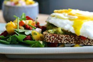 brot mit ei - ausgewogene ernährung